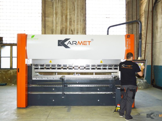 We delivered an extremely fast electrical servo press brake KARMET SERVALO 3060-100TN to our customer in Russia!